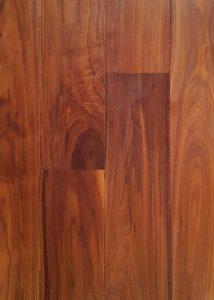 Noten vloer licht rustiek