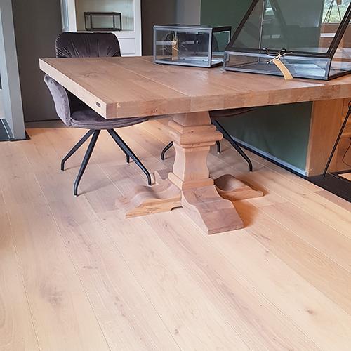 Eiken houten vloer kleine noesten 22 cm breed
