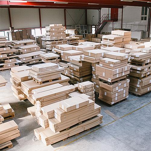 Voorraad houten tafels