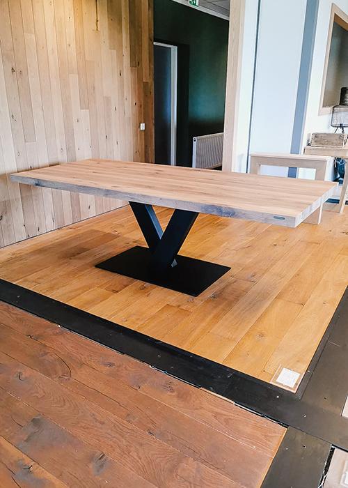 Eiken tafel metalen v-poot